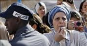 אלפים הפגינו נגד תפילת נשות הכותל